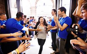 Fan e lavoratori degli Apple Store sembrano vittime dello stesso indottrinamento.