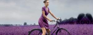 salute e benessere donna in bicicletta