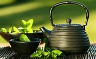 salute-e-benessere-te-verde-con-teiera